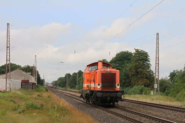 Die Gute alte V100 von Locon mit der Nummer Locon 207 (212 358-6) kam solo durch Wahnebergen am 08. Juli 2018 gefahren.